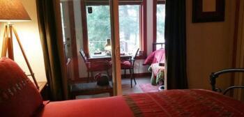 Bears Den bedroom