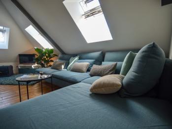 Le canapé trés confortable pour se relaxer.