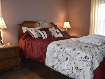 Queen-Comfort-Ensuite with Bath-Partial Ocean View-Nor'Wester Suite