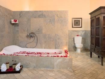 Villa Room 4 Bathroom with Shower and Bathtub