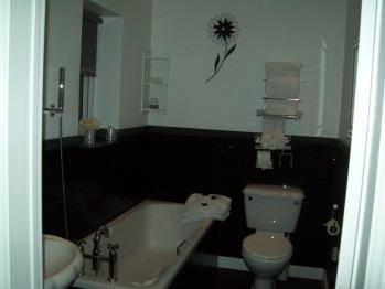 THE IVY ROOM BATHROOM