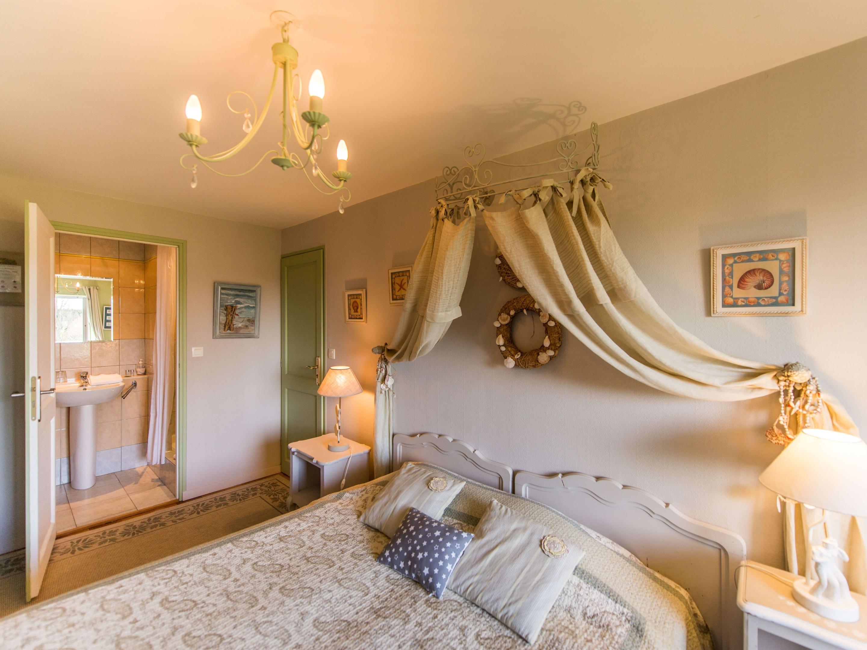 """Chambre Double """"Saule"""" - Vue sur jardin avec salle de bain Privée"""