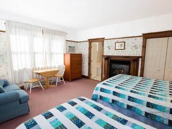 South Cottage-Triple room-Ensuite with Jet bath-Romantic-Garden View