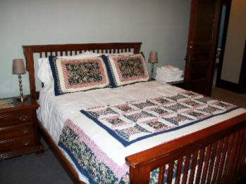 Room 11, Queen Bed-Queen-Shared Bathroom - Base Rate