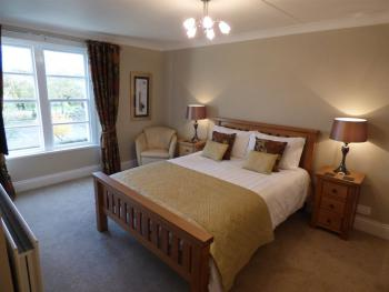 King-Comfort-Ensuite with Shower-Garden View-The Russell Suite