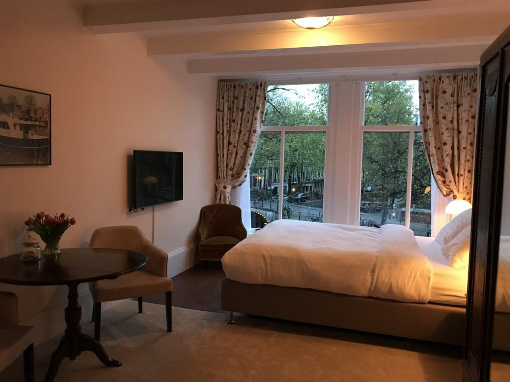 Junior Suite-Ensuite with Bath-Canal View - Base Rate