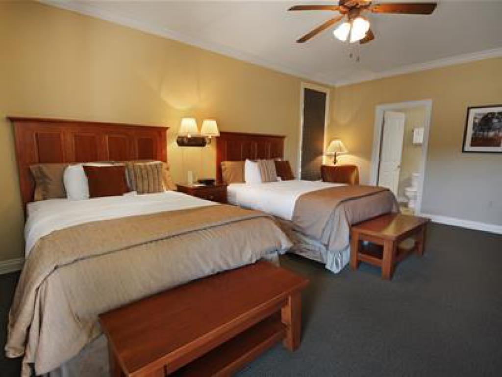 Quad room-Ensuite-Standard-204 Veranda Queen