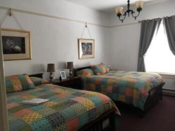 2 Queen beds - occupancy 1- 3  Magnolia room