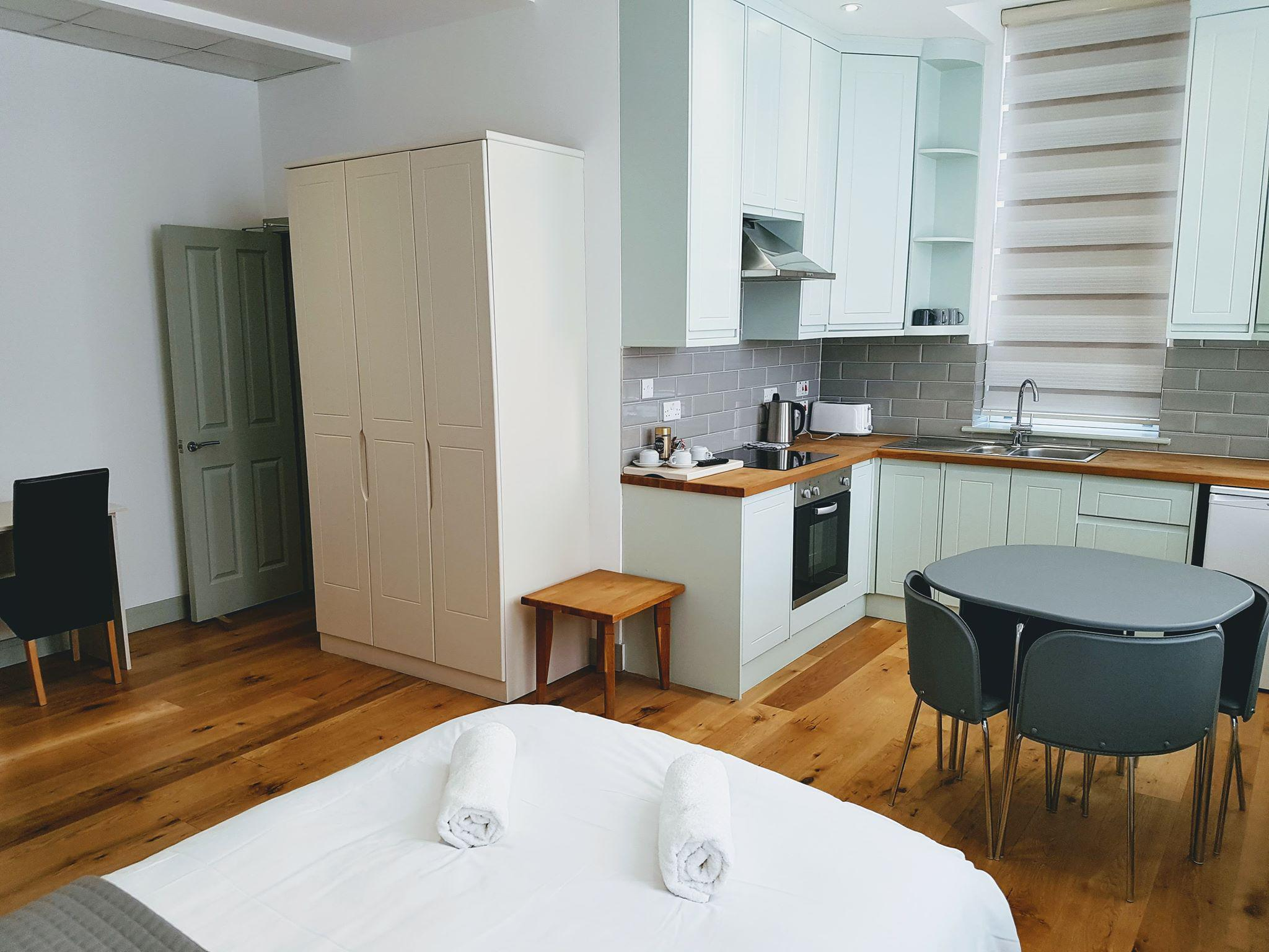 Studio-Comfort-Ensuite with Shower-With Fully Fitted Kitchen