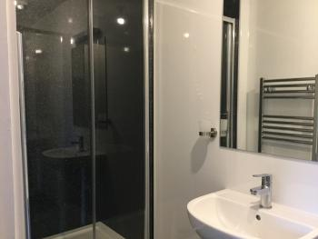 Single room-Budget-Ensuite with Shower-Street View