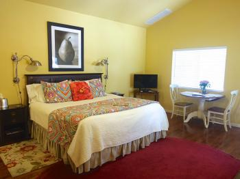 Mountain Laurel Room with King bed, flat screen TV & breakfast table