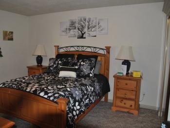 M4 - The Oak Room
