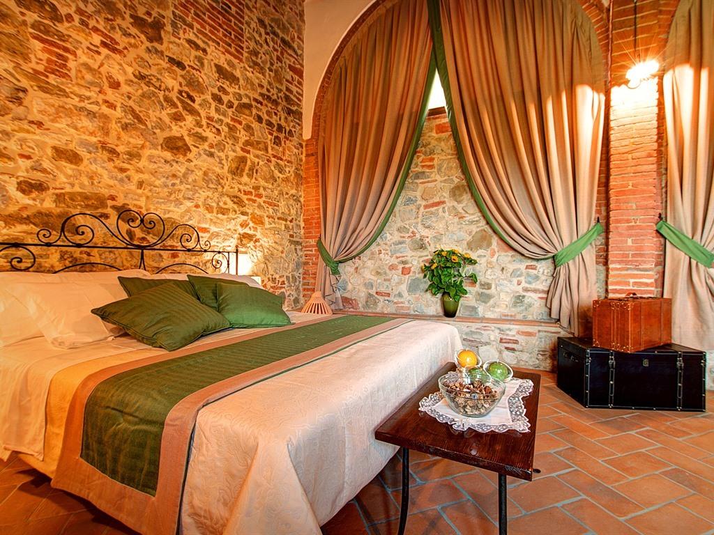 """Suite-Superiore-Bagno in camera con doccia-Vista giardino-""""Verde Ramina"""""""