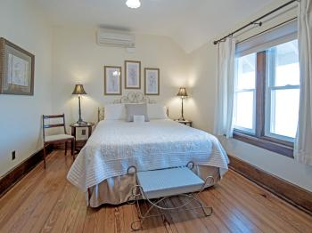 Pearl-Double room-Queen-Private Bathroom-River view - Base Rate