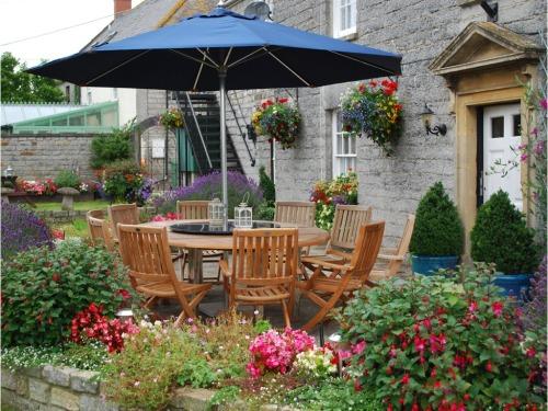 Farmhouse patio