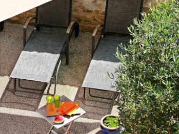 Terrasse et transat piscine