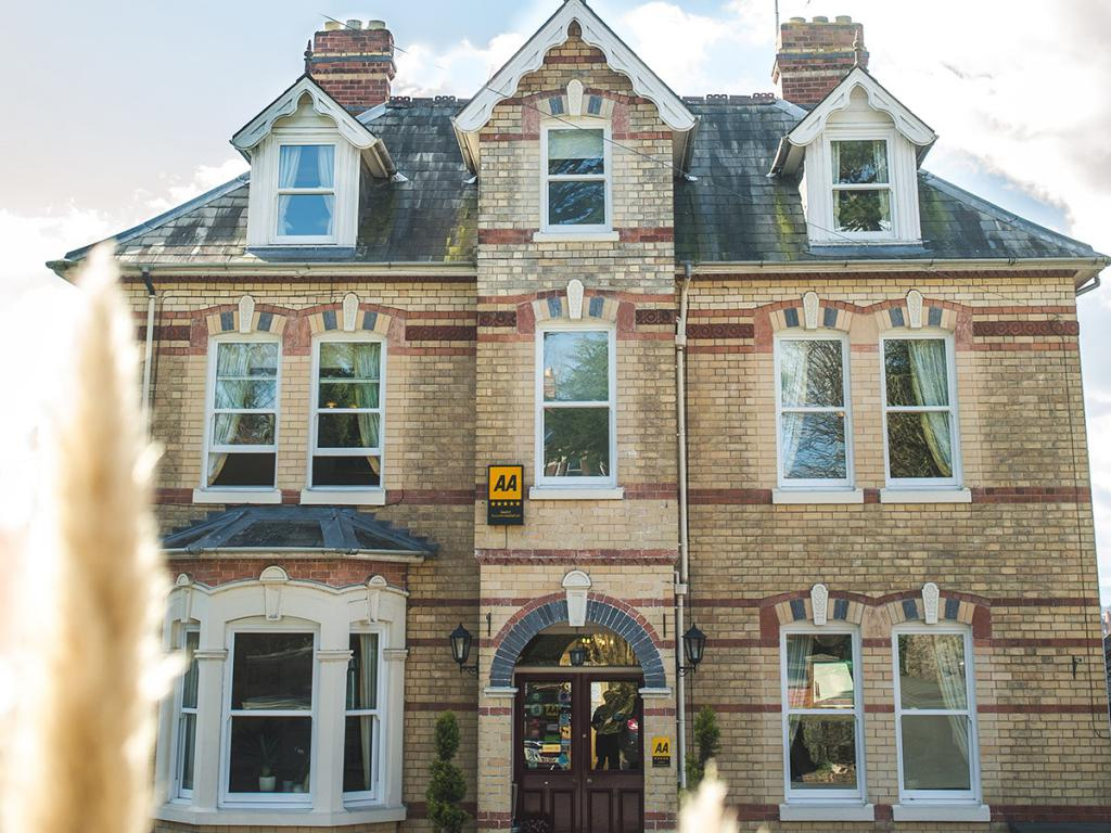 Welcome to Somerville House, B&B in a delightful boutique hotel style setting.