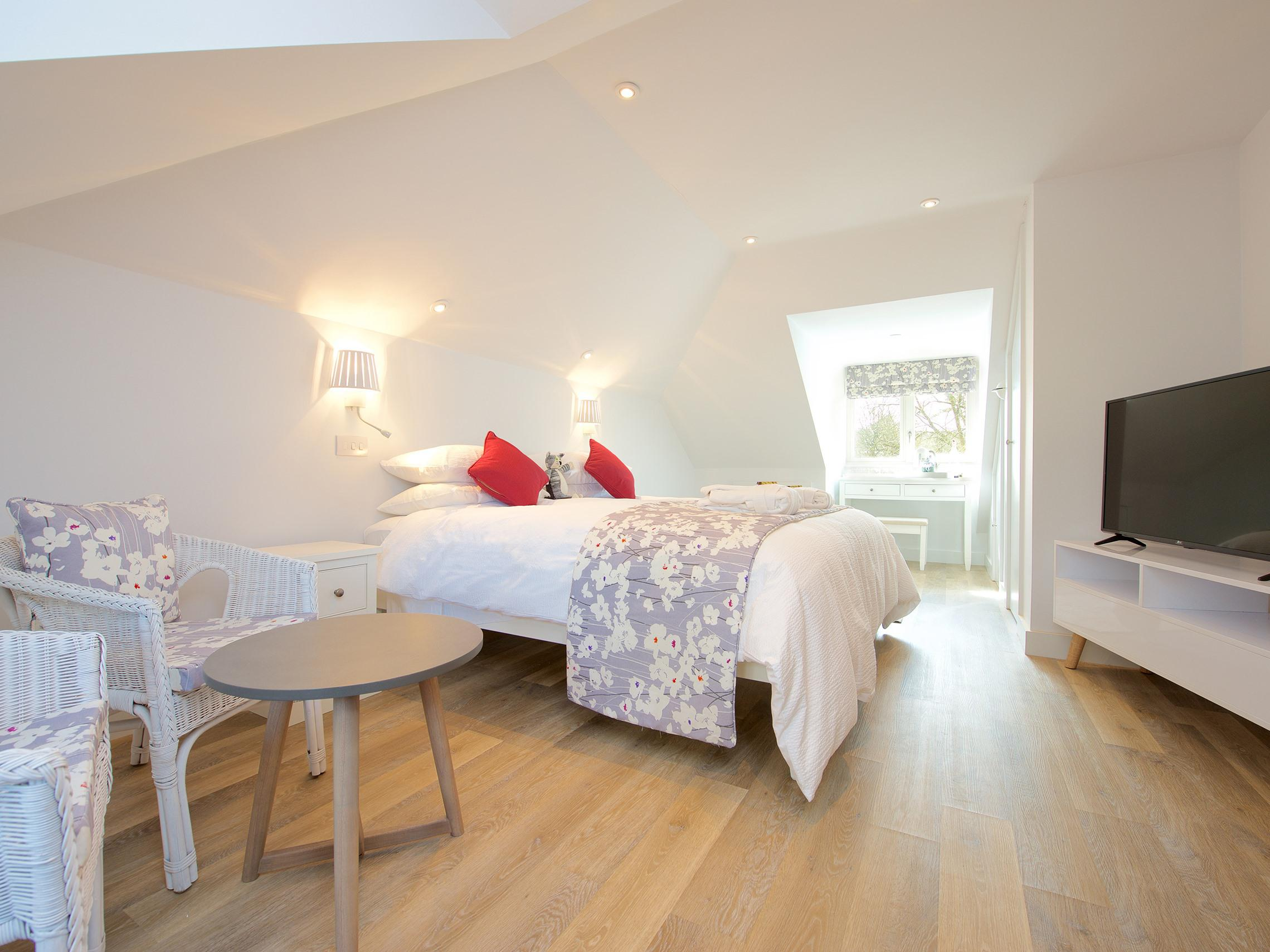 Family room-Deluxe-Ensuite with Shower-Garden View
