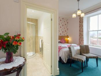 Classic Double Room En-suite with shower