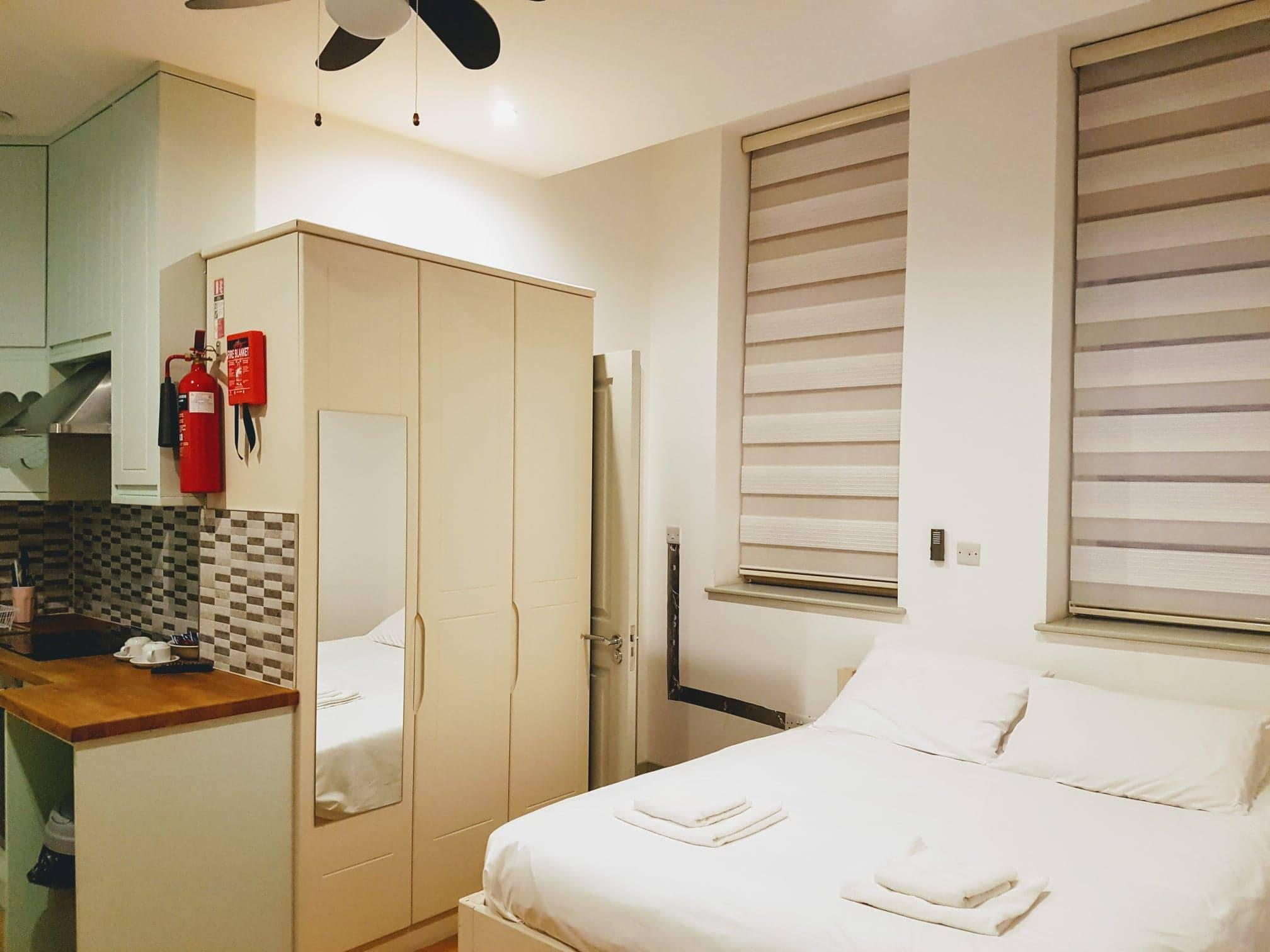 Studio-Comfort-Ensuite with Bath-With Fully Fitted Kitchen
