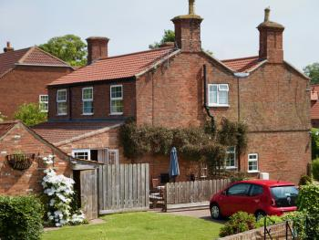The Chestnuts Farmhouse - Ivy and Rose cottages