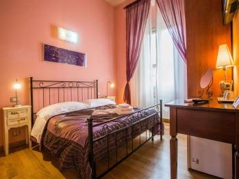 Quadrupla-Familiare-Bagno in camera con doccia-Palazzo Pitti