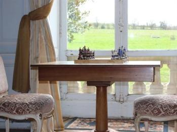 Salon du château avec jeux de société, billard anglais et rafraîchissements à la disposition de nos hôtes