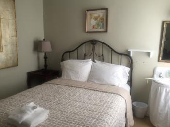 Double room-Shared Bathroom-Standard-Room 13 Queen Bed Third F