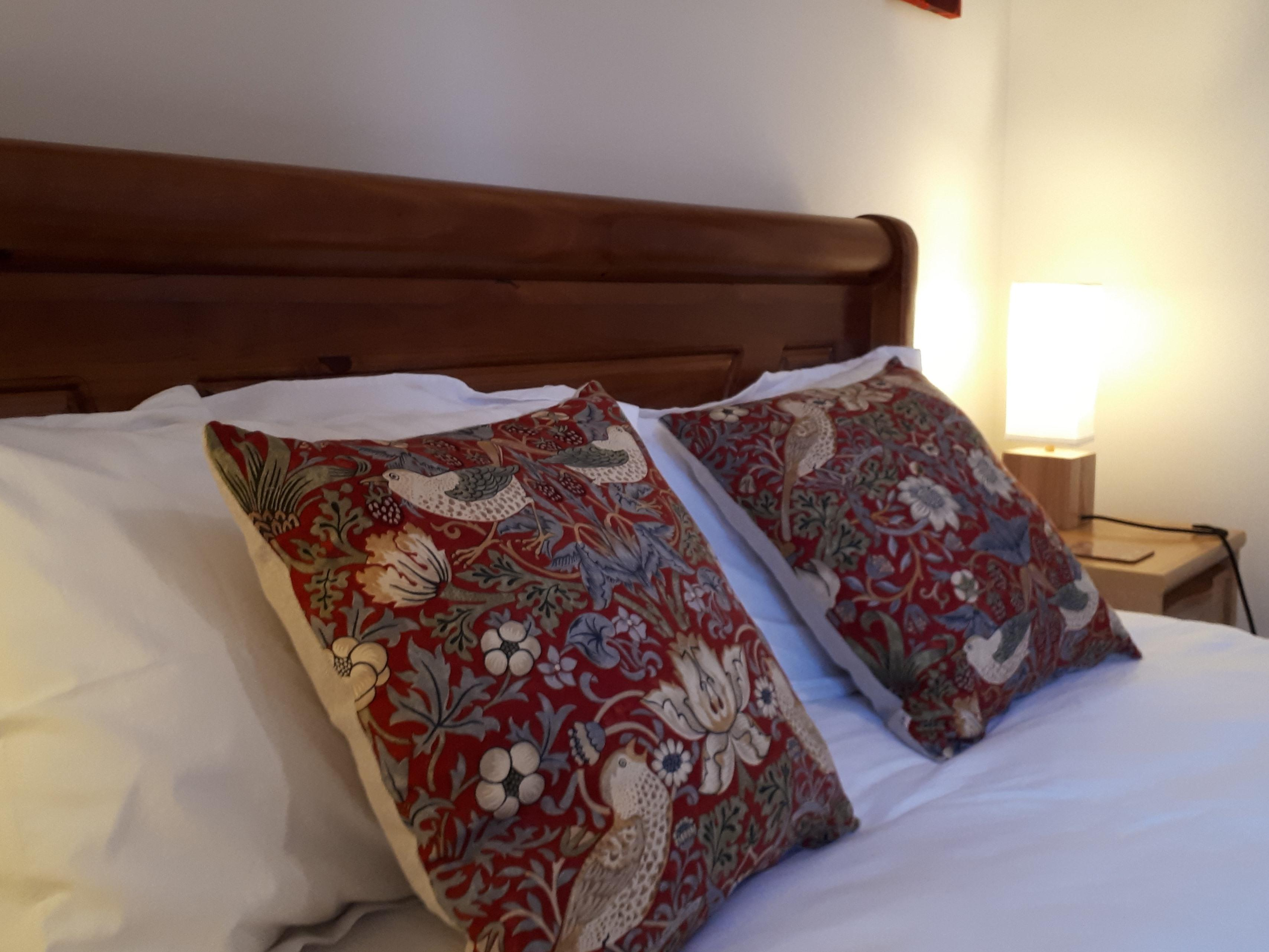 Double room-Private Bathroom-The Morris Room - Base Rate