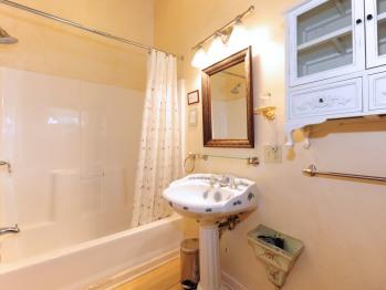 Anna Room Bathroom