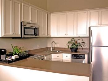 Kitchen - Deluxe Queen Suite (Upstairs)