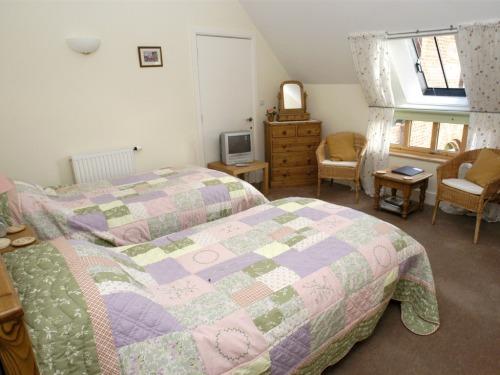 Twin Guest Room-- en-suite