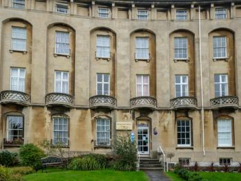 Royal Crescent Apartment - Front entranceway