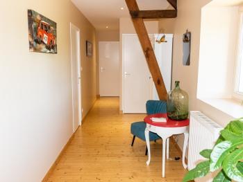 couloir desservant les 4 chambres, toilette et salle de bain