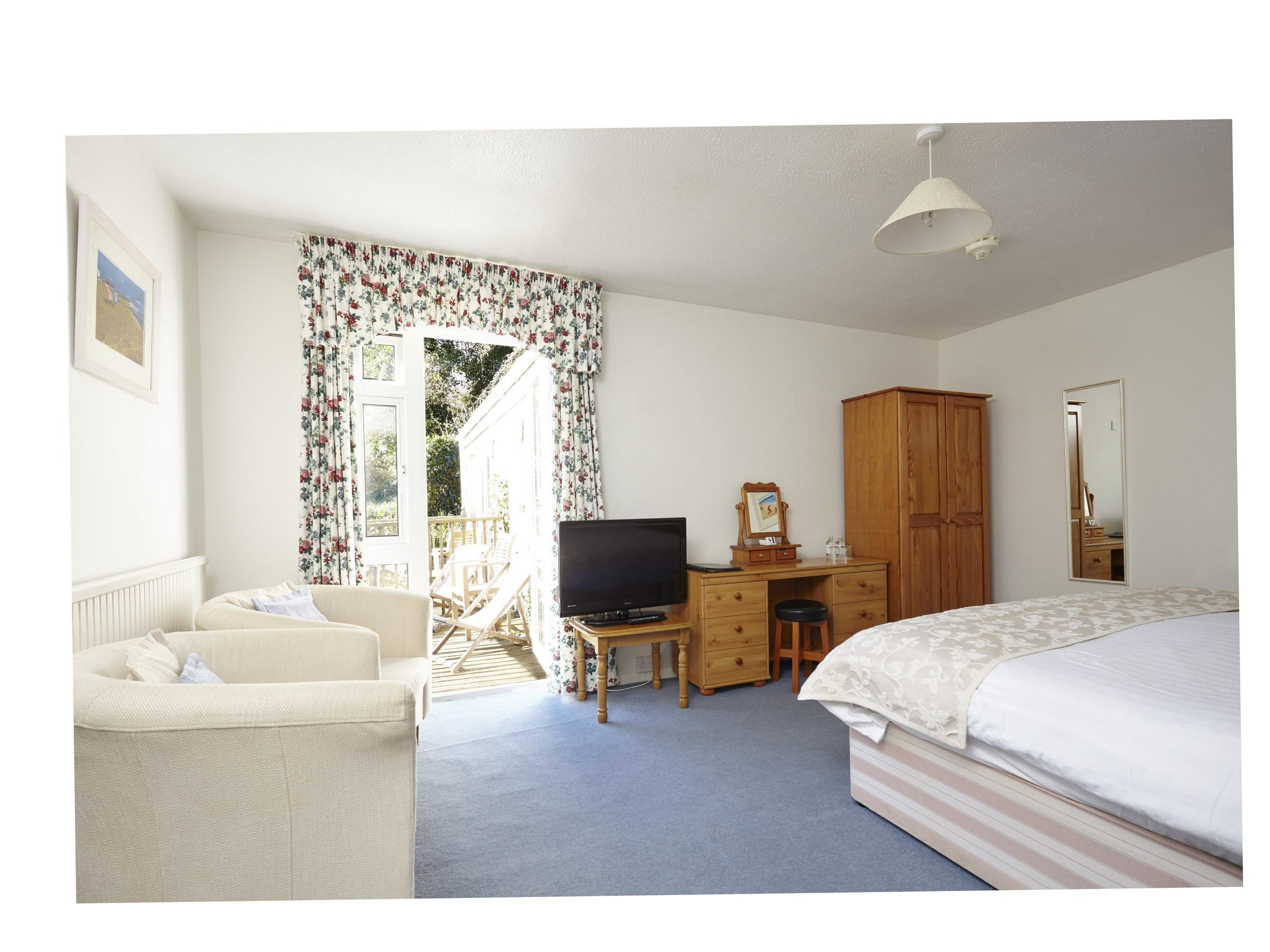 Double or Twin-Standard-Ensuite-Room 14