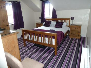 Double room-Comfort-Ensuite with Bath-Mountain View-PURPLE  LARGE DOUBLE