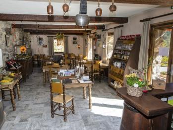 salle à manger pour les petits déjeuners et le repas du soir.