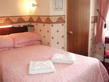 Family room-Ensuite-2 Adults & 1 Children