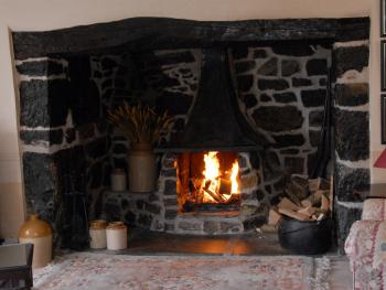 COSY UP ON A WINTER'S EVENING WTH OUR ORIGINALHUGE  INGLENOOK FIRPLACE!
