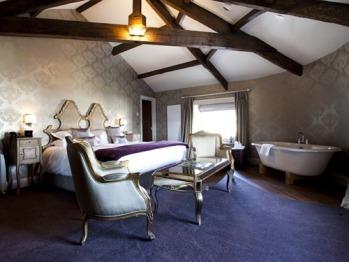 Room 11 Deluxe Suite