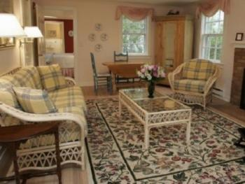 Queen-Ensuite-Oversized-Garden View-Guest House East Suite