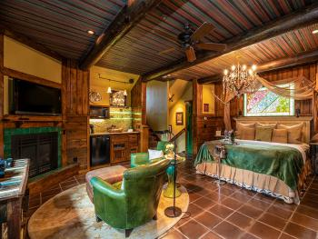 TreeHouse-Tree House-Ensuite-Luxury