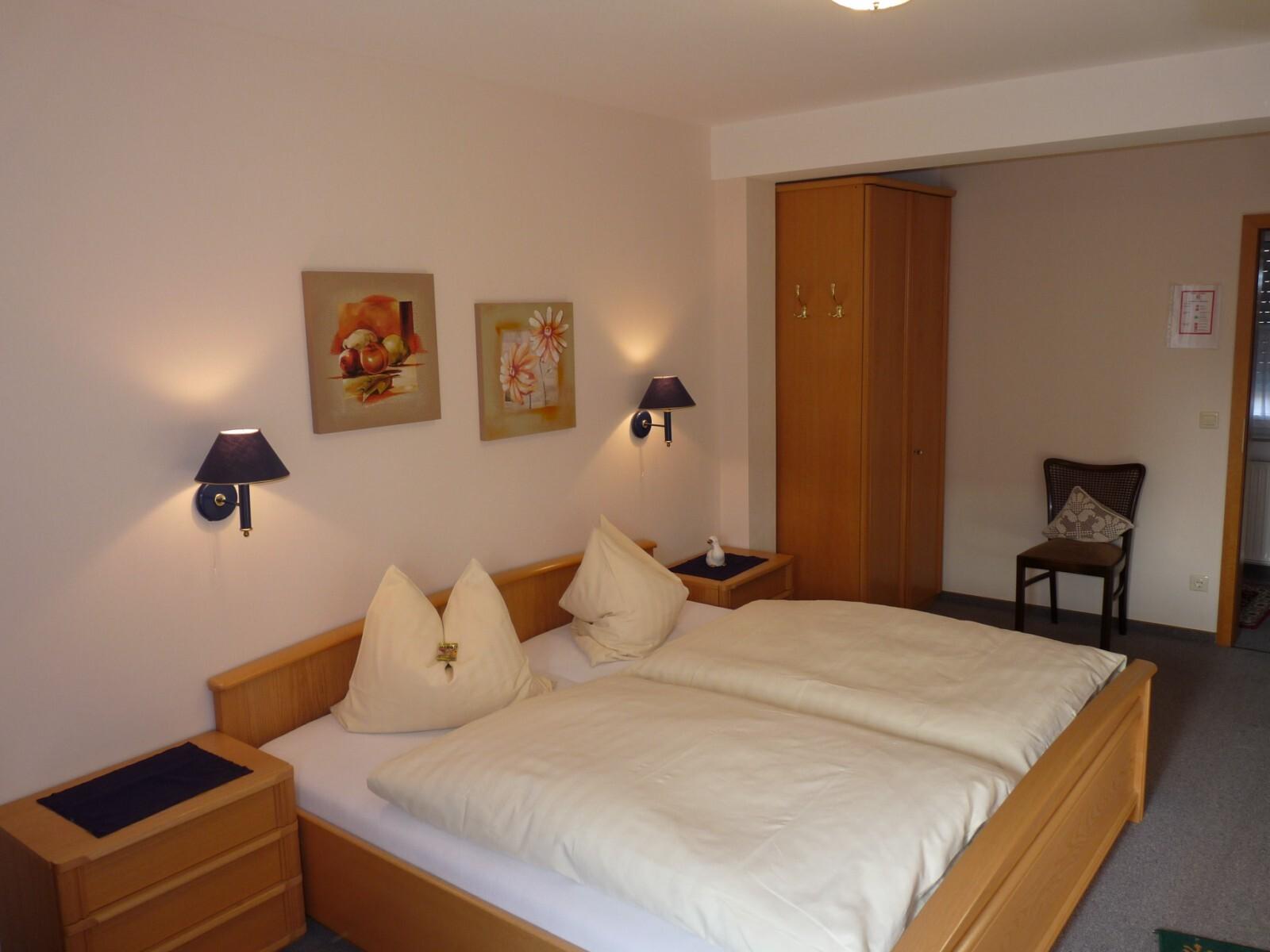 Doppelzimmer mit Dusche bis zu 3 Personen