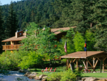 On the banks of Fall River, the Ponderosa Lodge enjoys a unique setting in the forest. Just 2 miles from downtown Estes Park and Rocky Mountain National Park travelers are close to everything.