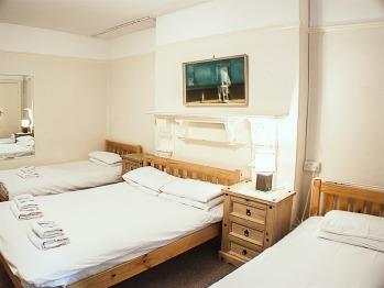 Quad room-Standard-Ensuite- fully ensuite