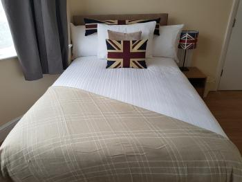 Double room-Premium-Ensuite with Shower-Street View-Room 1 - Base Rate