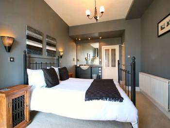 Double room-Ensuite with Shower-Sea View - Base Rate