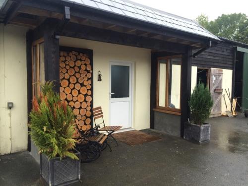 Entrance/log store