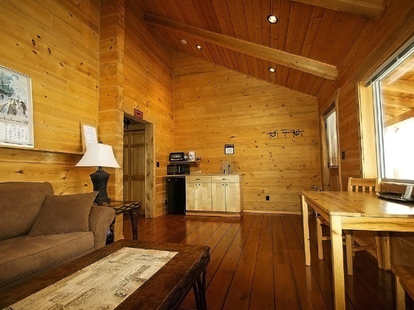 Premium Sundown Suite with Mountain View