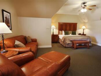 Quad room-Ensuite-Suite-106 Pavilion Suite